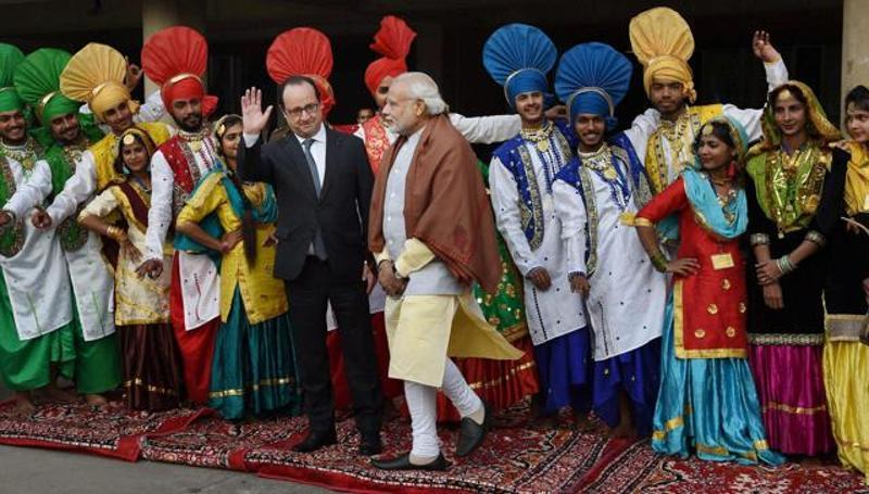 India, France vow to fight terror jointly, Rafale deal may take time