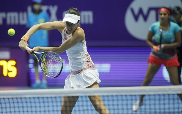 Mirza, Hingis record 40th straight win to lift St. Petersburg title