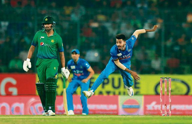 Asia Cup Twenty20: Virat Kohli, Bowlers Guide India to Victory Over Pakistan