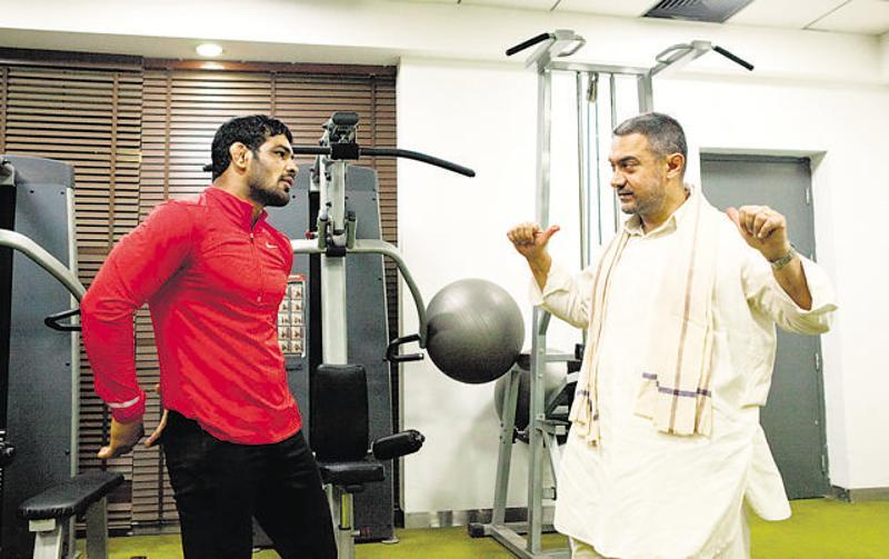 Sushil Kumar meets Aamir Khan, gives fitness tips for Dangal