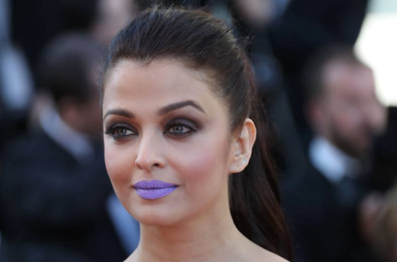 Aishwarya Rai Bachchan's PURPLE lips at Cannes 2016