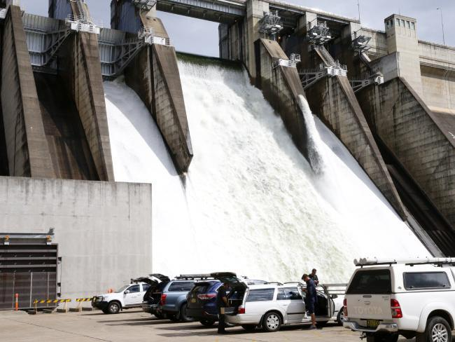 Warragamba Dam full, set to overflow after wild weather lashes east coast