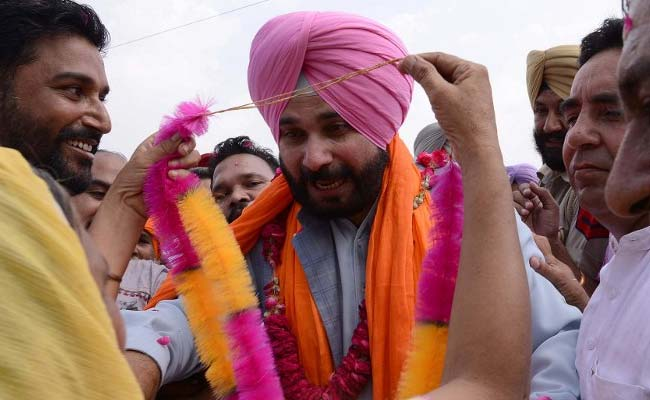 Navjot Singh Sidhu Has An Independence Day Date With AAP