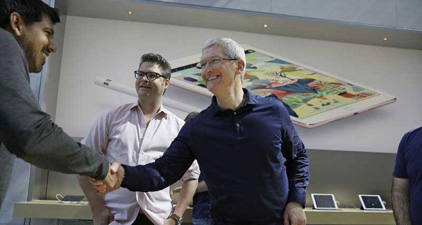 Augmented reality is next big idea, like the smartphone: Apple's Tim Cook