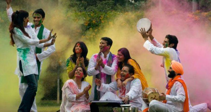 Holi 2017: 5 Natural Ways to Remove Holi Colours Easily