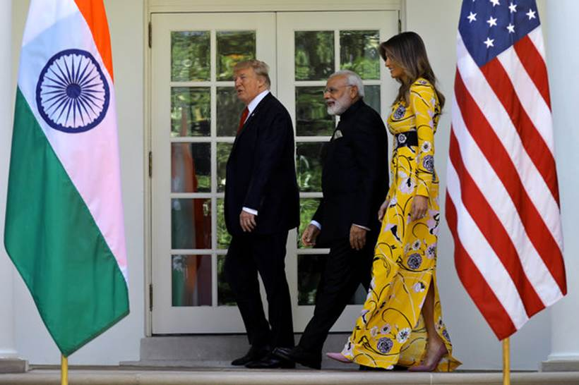 U.S. President Donald Trump (L) and first lady Melania Trump walk with Indian Prime Minister Narendra Modi prior to an Oval Office meeting at the White House in Washington, U.S., June 26, 2017. REUTERS/Carlos Barria     TPX IMAGES OF THE DAY