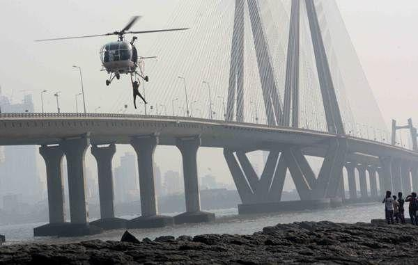 Mumbai:  Cost Guard Searching Operation for a college girl (Tarannum) fell into the swirling Arabian Sea while clicking a selfie off a rocky beach at Bandra Bandstand along with a young boy (Rajesh Walunj) who went off for her rescue on Saturday. Photo by BL SONI