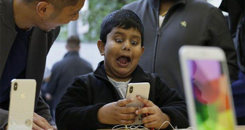 10-year-old who looks like his mum hacks her iPhone's Face ID