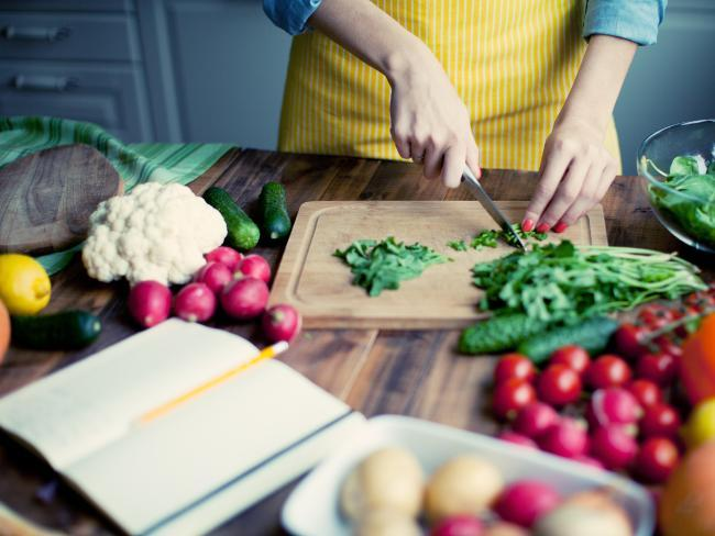 Struggling to drop a couple of kilos before summer? Here are a nutritionist's top tips