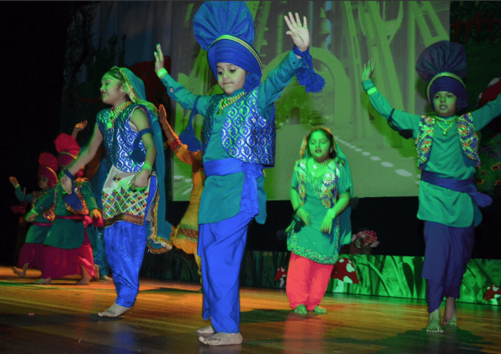 Multicultural Kids Present Wizard Of Oz