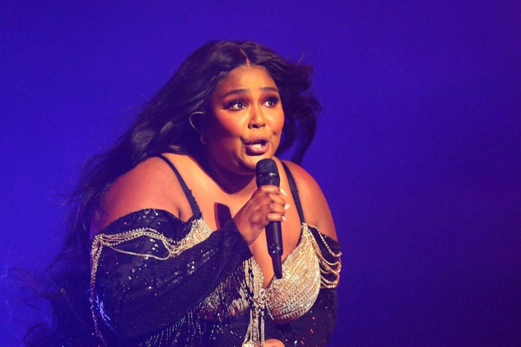 Global pop phenomenon Lizzo has been spotted helping pack gift hampers for those impacted by the fires
