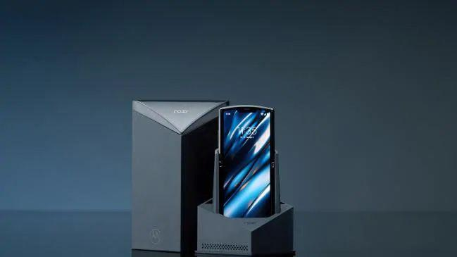 Motorola-Razr-2020-flip-phone-with-a-foldable-display
