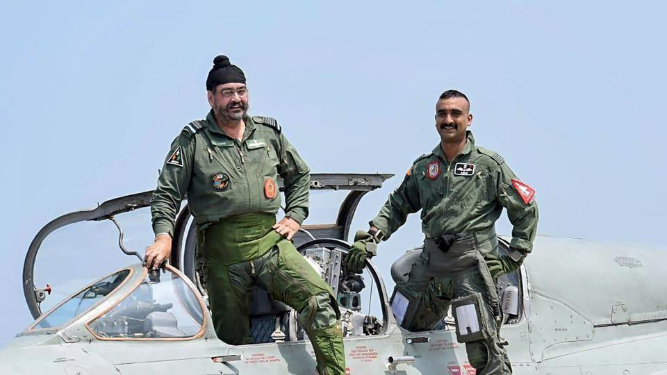 air-chief-flies-mig-pathankot-with-abhinandan