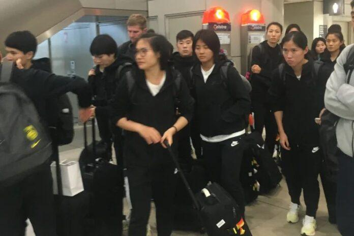 The-Chinese-national-team-arrives-in-Sydney
