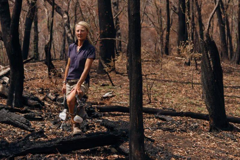 Volunteer-Jenny-Blake-of-Courabyra-RFS-organised-much-of-the-recovery-effort-around-her-familys-home-and-surrounding-suburbs
