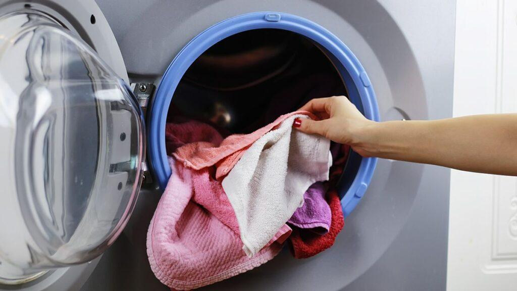 Dry clothes in the washing machine dryer