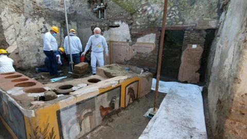 'Quick-food' Bar Frozen In Pompeii Ash Offers Clues On Roman Snacking Habits